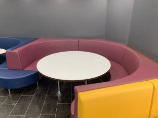 Fast Food round booth and table